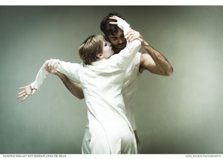 Scapino Ballet Rotterdam - Pas de Deux (photo Joris-Jan Bos)