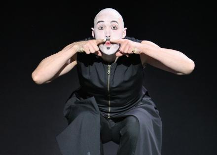 Holland en Le Chat Noir - foto Hans Gerritsen - danser Mischa van Leeuwen
